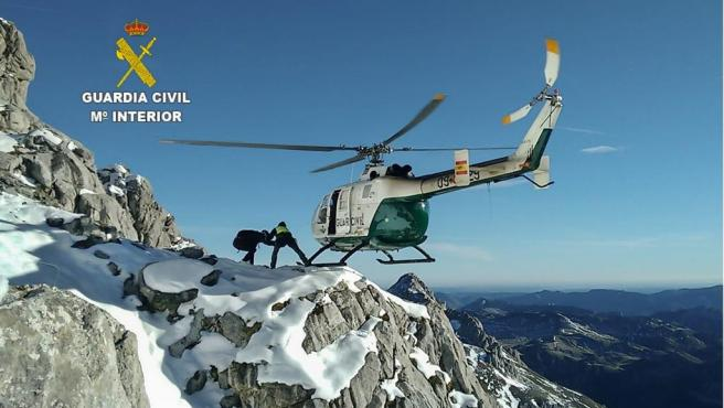 GREIM y helicóptero de la Guardia Civil.