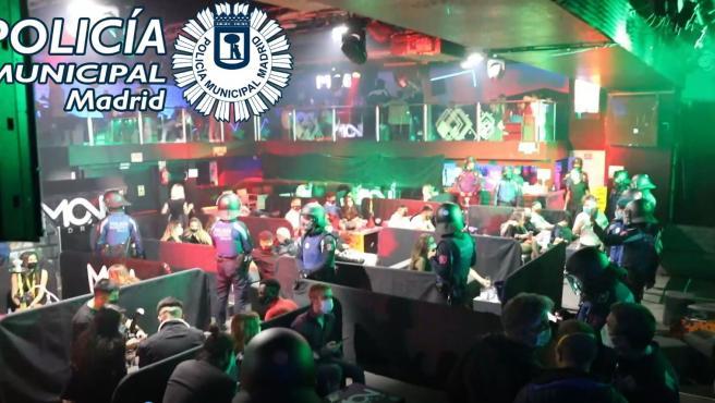 Policía municipal de Madrid interviene en una discoteca de la Moncloa donde se compartían pipas de agua sin una distancia segura