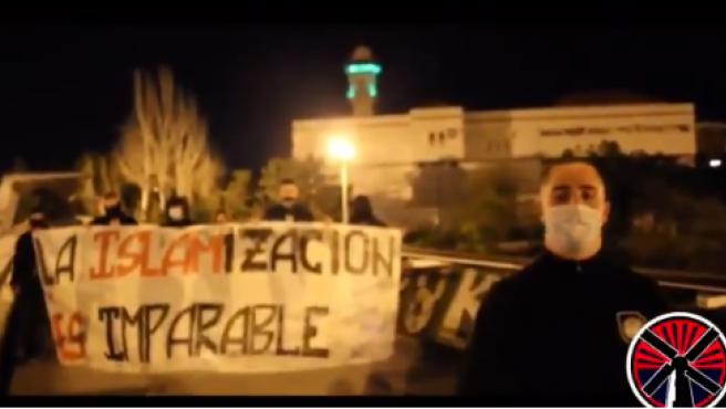 El grupo neonazi Bastión Frontal con una pancarta.