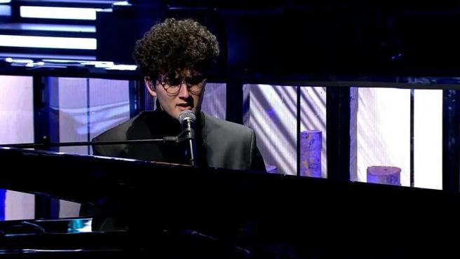 Gjon's Tears actuando en directo en 'Rocío, contar la verdad para seguir viva'.
