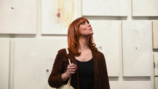 La pintora Paula Bonet, durante la presentación de la exposición 'LA ANGUILA. Esto es un cuadro, no una opinión', en el Centre Cultural La Nau de la Universitat de València.