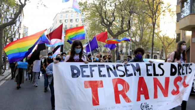 Cabecera de la manifestación por el día de la visibilidad trans en Barcelona.