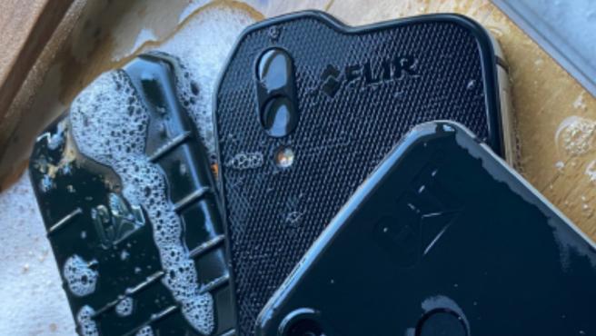 Los dispositivos realmente resistentes como los de Cat phones pueden lavarse a fondo con agua y jabón.