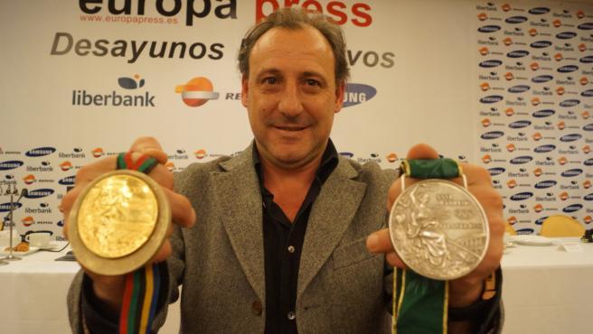 Fermín Cacho, con sus dos medallas olímpicas