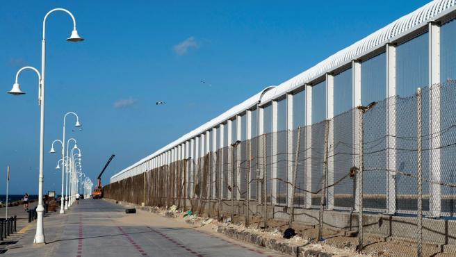 La valla fronteriza de 10 metros de altura instalada en Melilla, en la zona sur entre el paso fronterizo de Beni Enzar y el Dique Sur.
