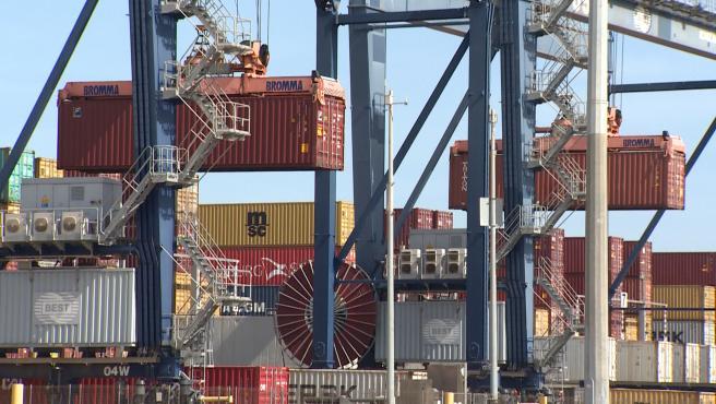 El Port de Barcelona se prepara para la llegada de los buques del canal de Suez