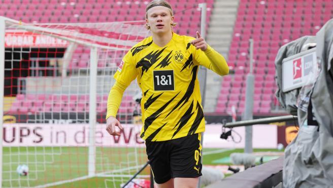 Erling Haaland celebrates a goal