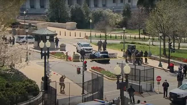 Un conductor ha embestido a dos agentes que custodiaban el Capitolio (EE UU).