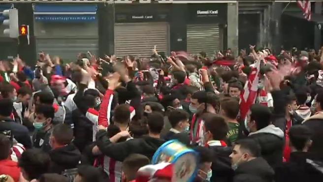 Disturbios entre la afición del Athletic y la Ertzaintza.