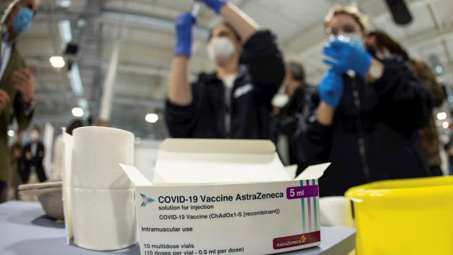 Health personnel prepare AstraZeneca vaccines at the Nurse Isabel Zendal hospital in Madrid.