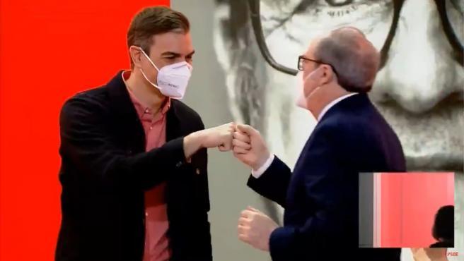 El presidente del Gobierno, Pedro Sánchez, y el candidato socialista a las elecciones en Madrid, Ángel Gabilondo, este domingo.