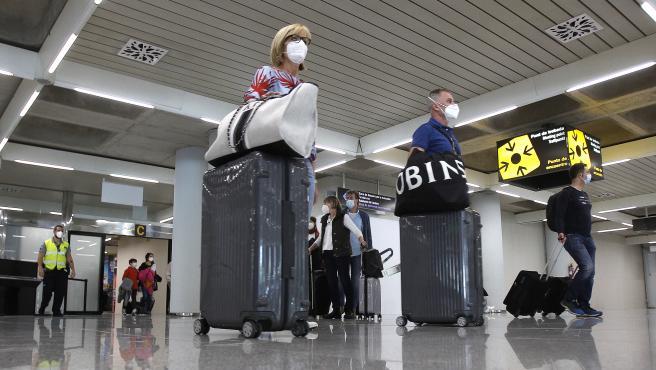 Llegada de turistas al aeropuerto de Palma de Mallorca este miércoles.