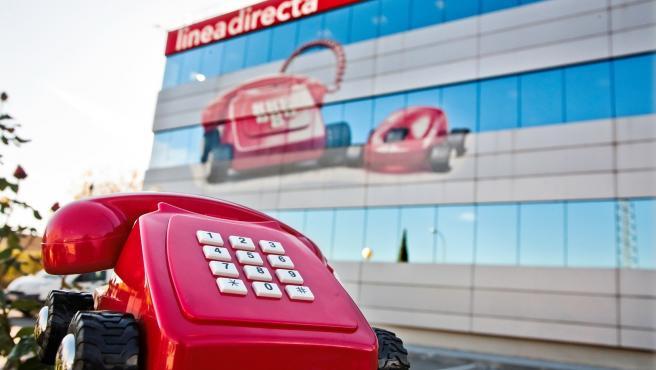 Archivo - Edificio y teléfono de Linea Directa Aseguradora
