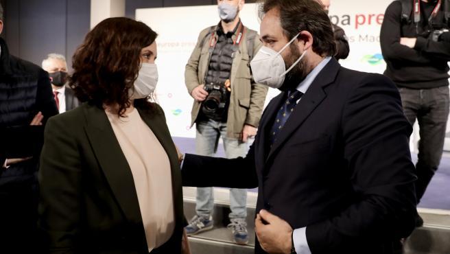 El presidente del PP de C-LM, Paco Núñez, junto a su homóloga en Madrid y candidata a revalidar la Presidencia de la comunidad vecina, Isabel Díaz Ayuso