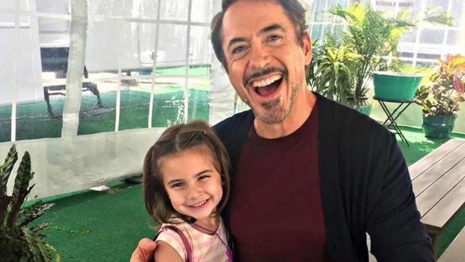 Lexi Rabe y Robert Downey Jr. rodando 'Vengadores: Endgame'.