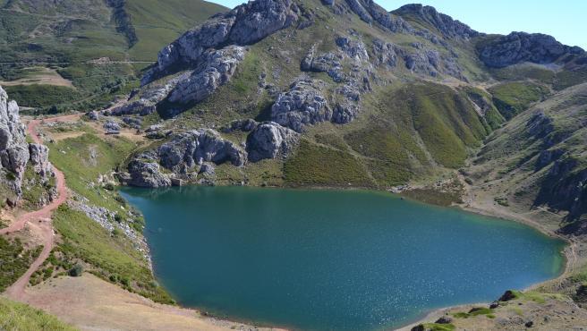 Lago de la Cueva, en Somiedo, Asturias.