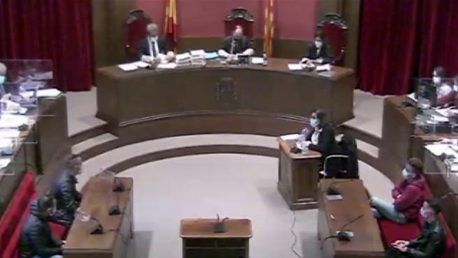 """Uno de los cuatro acusados de la manada de Sabadell ha declarado este miércoles que mantuvo """"una relación sexual consentida"""" con la víctima, mientras que los otros tres han sostenido que no estuvieron en la nave industrial donde ocurrió la agresión."""