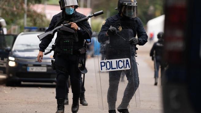 Agentes de la Policía Nacional han intervenido este martes en el campamento humanitario de Las Raíces, en La Laguna (Tenerife).