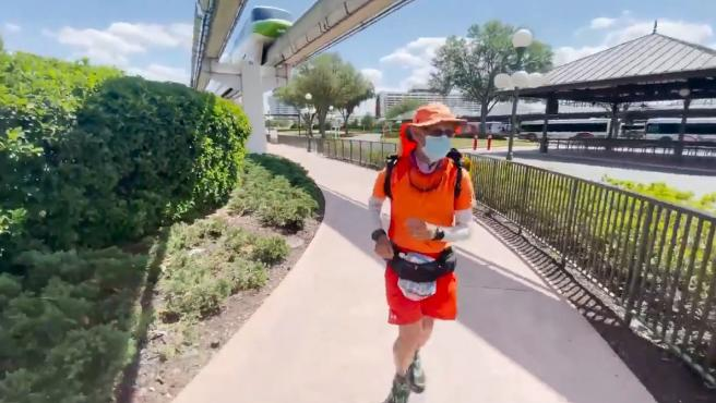 A 59-year-old diabetic travels the 4,600 km that separate the Disney theme parks from California and Florida