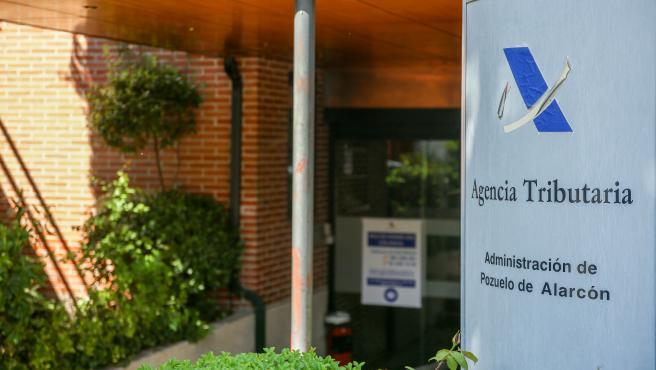 Exterior de una sucursal de la Agencia Tributaria.