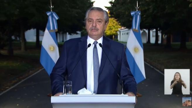 El presidente de Argentina, Alberto Fernández, anuncia nuevas restricciones para hacer frente a la segunda ola de covid-19 en el país.