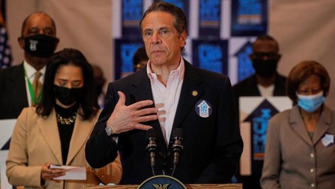 El gobernador de Nueva York, Andrew Cuomo, durante un discurso en un centro de vacunación contra la covid-19 en Queens, Nueva York.