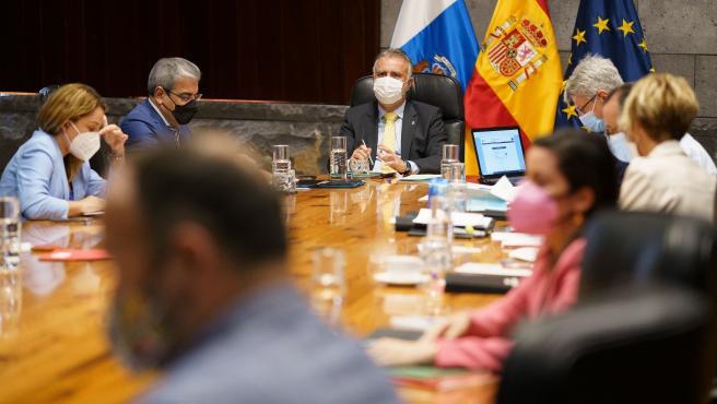 """Canarias aboga por """"reglamentar"""" la solidaridad para que otras CCAA acojan migrantes llegados en patera"""