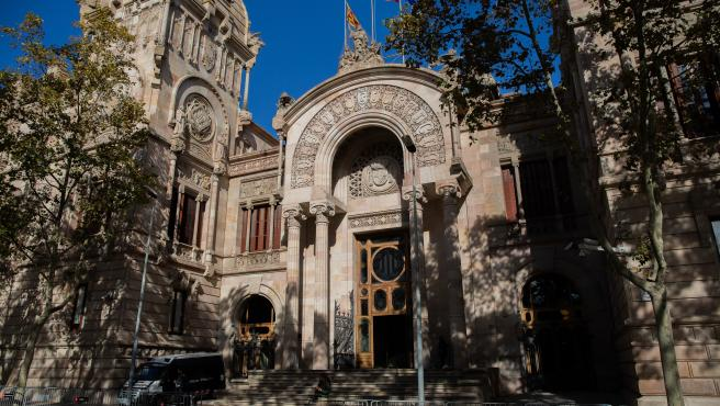 Archivo - Fachada de la Audiencia de Barcelona