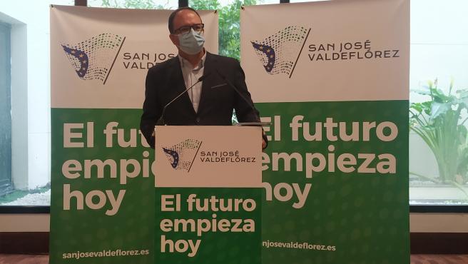 El director de relaciones institucionales de Infinity Lithium en España, Cayetano Polo, en una rueda de prensa ofrecida este viernes en Cáceres