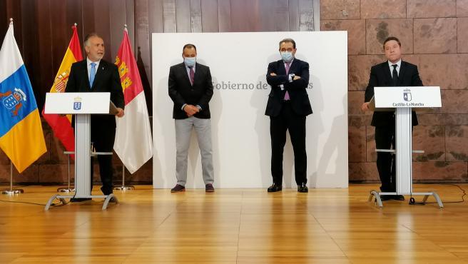 El presidente de Canarias, Ángel Víctor Torres, y el presidente de Castilla-La Mancha, Emiliano García-Page