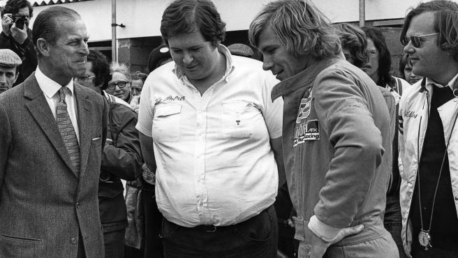Felipe de Edimburgo, lord Hesketh y James Hunt, en el GP de Gran Bretaña de 1975