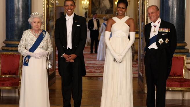 La reina Isabel II y el duque de Edimburgo junto a Barack Obama y Michelle Obama en el Buckingham Palace, en una imagen de archivo.