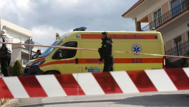 Momento donde la ambulancia llegaba al lugar donde fue asesinado Giorgos Karaivaz.