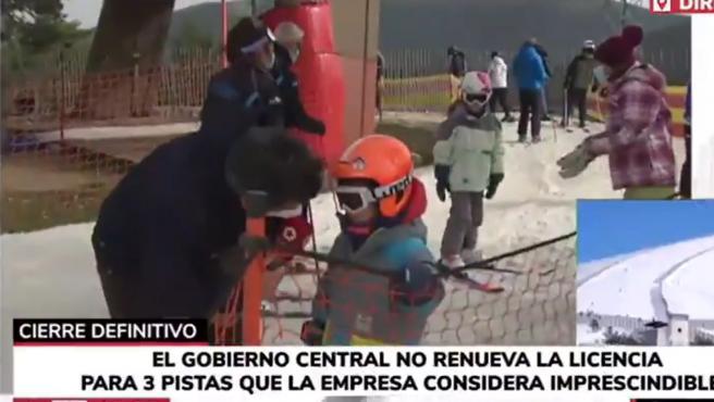 Un reportero de Telemadrid entrevista a un niño tras conocerse el cierre de Navacerrada.