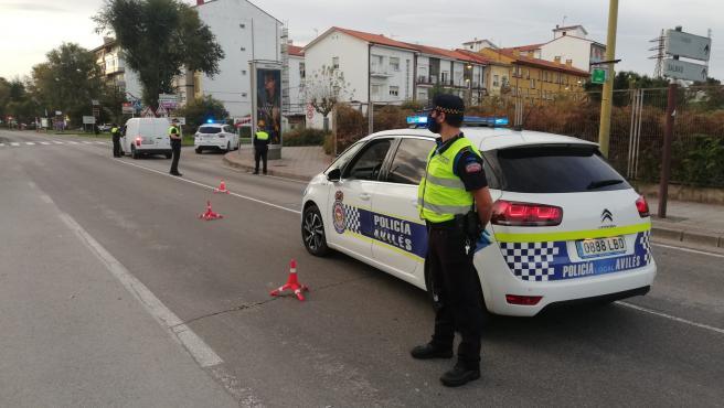 Archivo - Control de la Policía Local de Avilés.