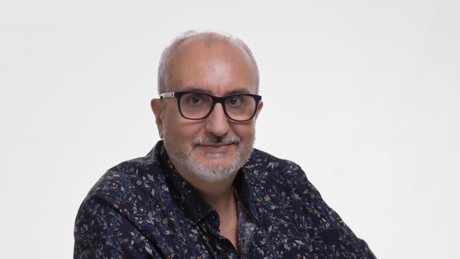 """Alfred López, autor de """"El hombre inteligente que todo lo sabe vuelve a atacar: palabras y palabras""""."""