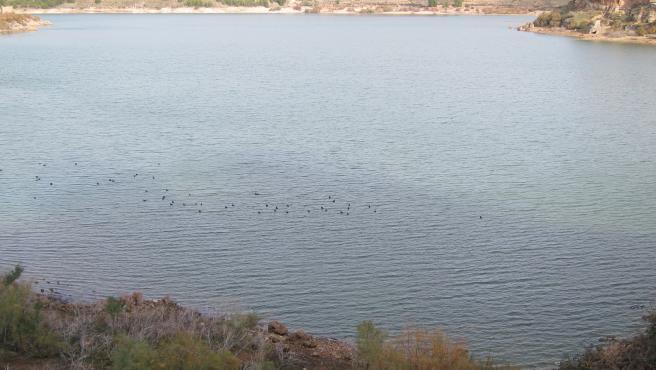 Archivo - La reserva de agua embalsada en la cuenca del Ebro está a un 79% de la capacidad total.