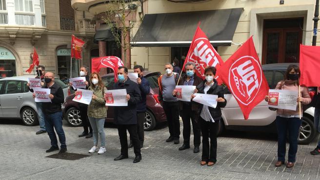 Concentración en Palma para exigir el cumplimiento de la agenda social del Gobierno central.