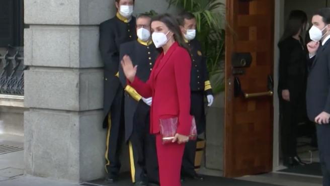 Doña Letizia saludando a la prensa