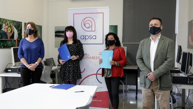 Julia Parra firma un convenio de colaboración con la directora técnica del colectivo alicantino y destaca la importancia de esta iniciativa pionera para eliminar barreras