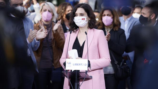 La presidenta de la Comunidad de Madrid, Isabel Díaz Ayuso, en un acto de partido en Parla.