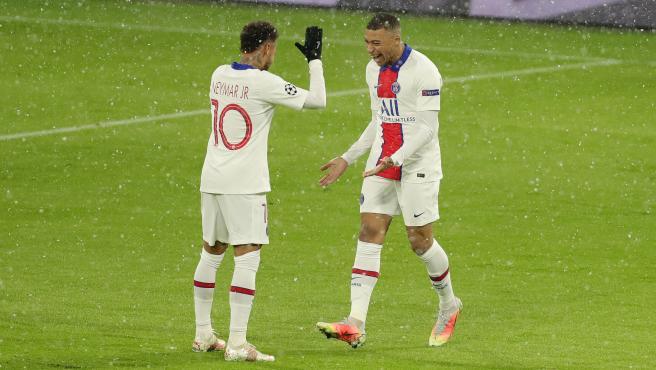 Mbappé y Neymar, durante un partido del PSG
