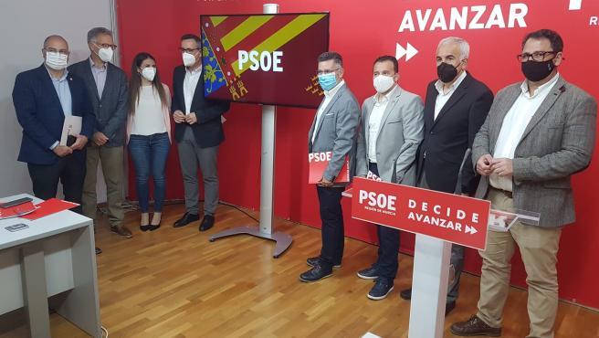 Miembros del PSRM y el PSPV en la sede del partido en Murcia, tras participar en una reunión sobre agua