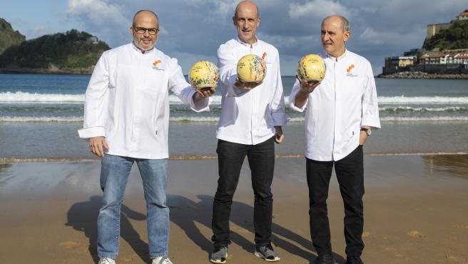 De izquierda a derecha, los cocineros Jordi Vilà, Aitor Arregi y Paco Pérez.
