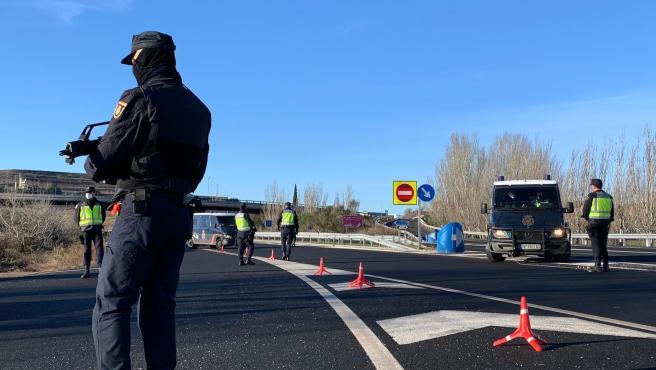 Archivo - Control de la Policía Nacional en Logroño para el cumplimiento de las restricciones