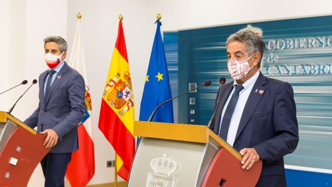 Archivo - El presidente de Cantabria, Miguel Ángel Revilla, y el vicepresidente regional, Pablo Zuloaga