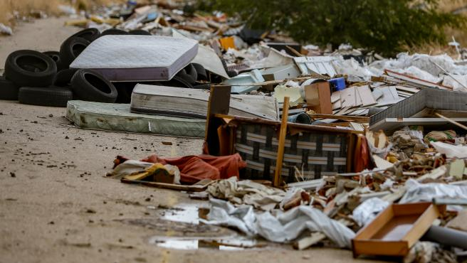 Archivo - Imagen de archivo de escombros amontonados en un vertedero ilegal