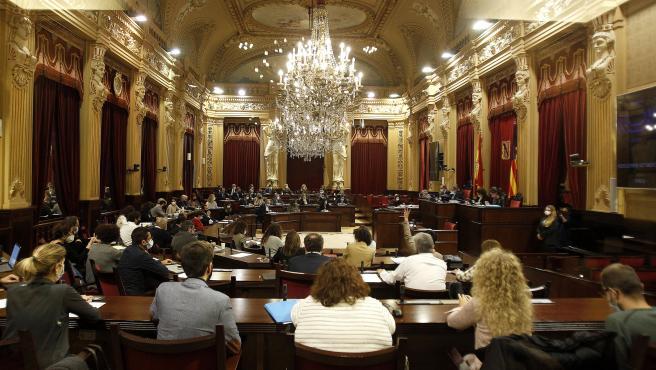 Archivo - Sesión plenaria en el Parlament.