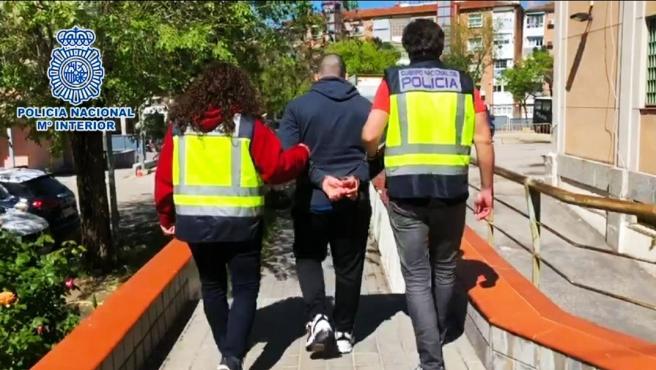 Detenido un joven por patear a un policía en los disturbios del mitin de Vox en Vallecas