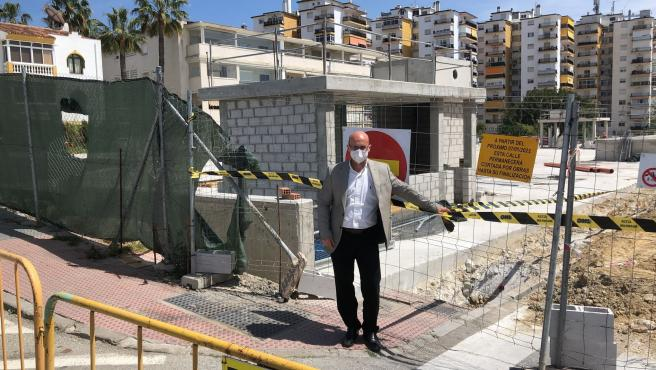 José Carlos Martín, edil de Eficiencia Energética de Mijas, en las obras de un parking